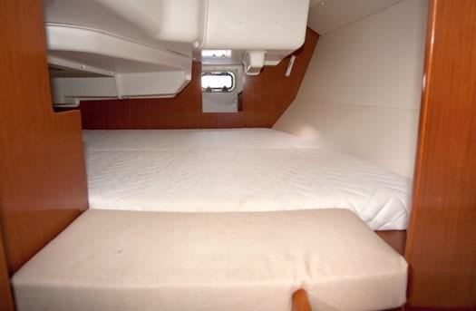 beneteau-oceanis-31-romantic-sailing-mallorca-06.jpg