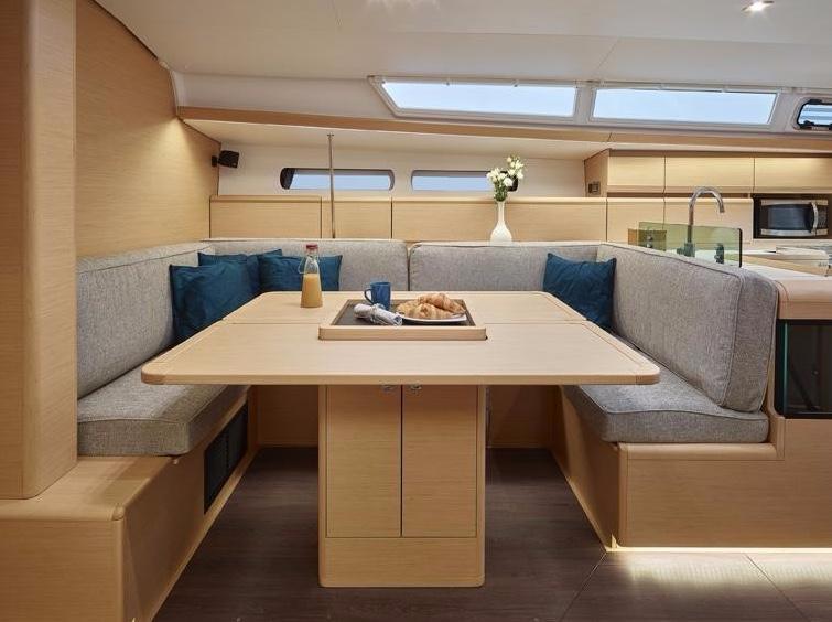 Yacht Sun Odyssey 449_Esstisch