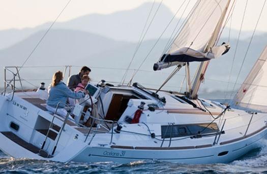 beneteau-oceanis-31-romantic-sailing-mallorca-01.jpg