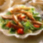 segeln alcudia mit frischen salat an bord einer segelyacht