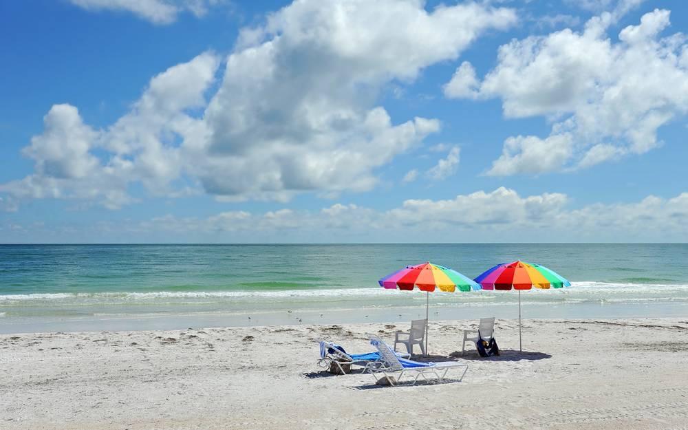 Anna-maria-island-realty-beach-umbrellas