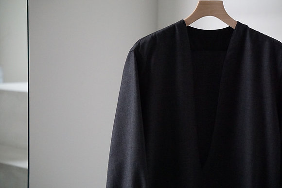 un/unbient  pull over shirt (charcoal)