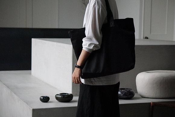 cornelian taurus  pack tote super (black)