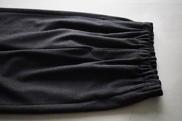 un/unbient  wool cashmere easy trousers (charcoal)