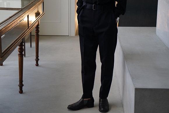 """tilt The authentics  """"unum exclusive""""belted no tuck slim trousers (dark navy)"""