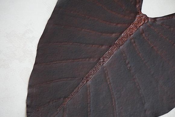cornelian taurus  leaf pouch M (brown)