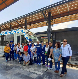 Familia con maquinistas del Tren Turístico