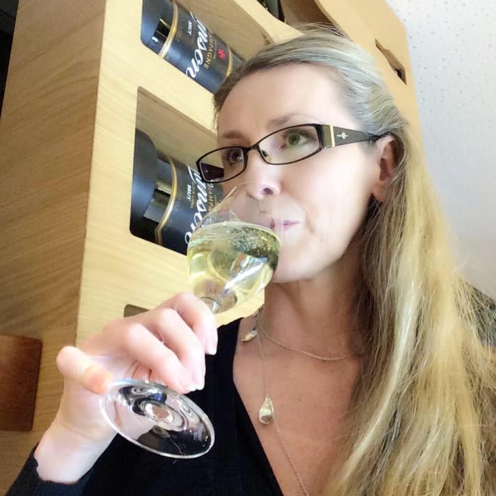 Testar Champagne på Helsingfors flygplats