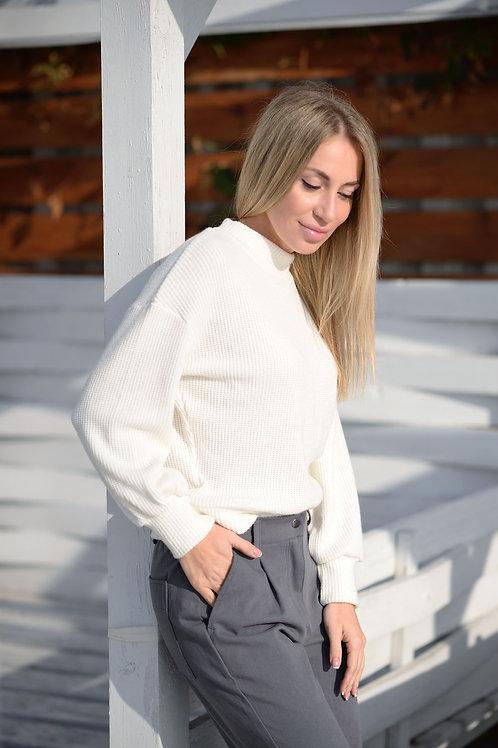 Белый укороченный вязаный свитер
