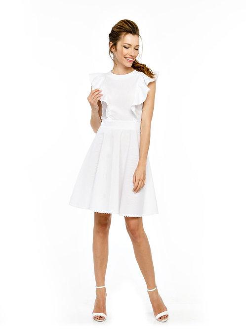 Белое платье, отрезное по линии талии с воланами и кружевной отделкой