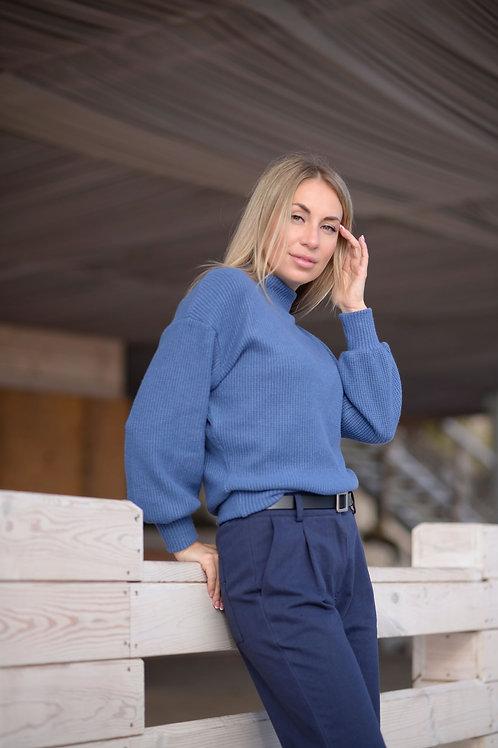 Голубой укороченный вязаный свитер