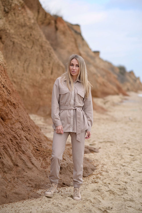 Бежевые тёплые штаны с карманами