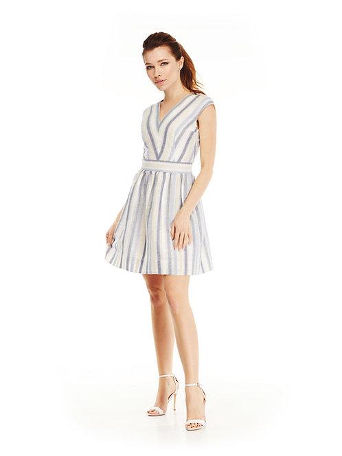 Льняное платье, отрезное по линии талии с V-образным вырезом и пышной юбкой