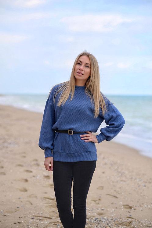Голубой удлинённый вязаный свитер