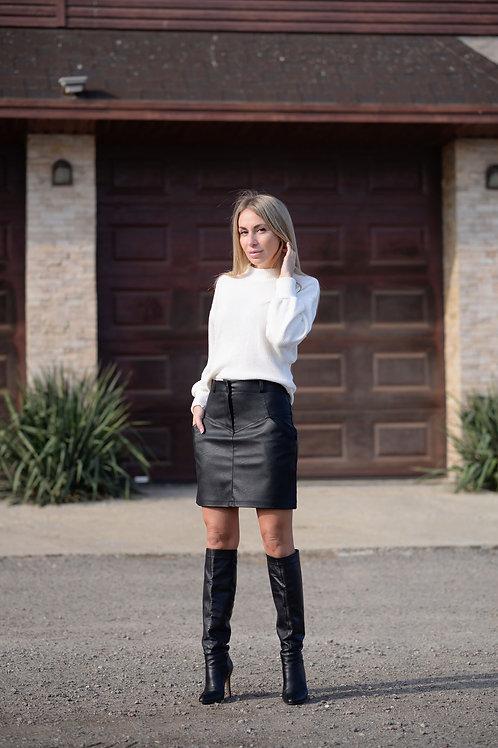 Чёрная юбка из матовой экокожи с завышенной талией и карманами