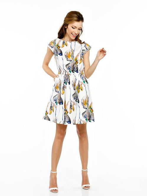 Платье отрезное по линии талии на резинке с пышной юбкой и карманами