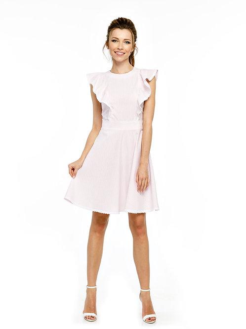 Розовое платье, отрезное по линии талии с воланами и кружевной отделкой