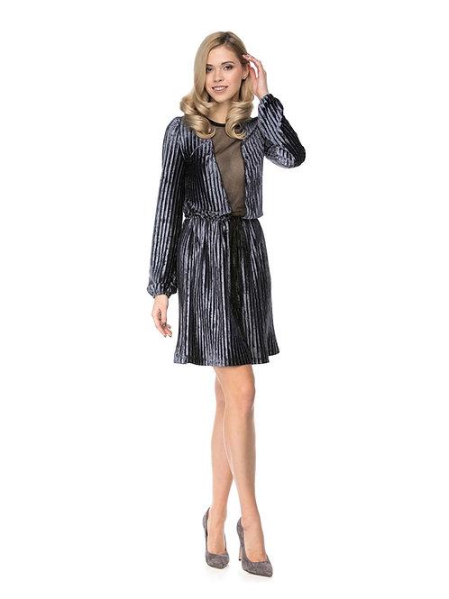Серое плиссированное бархатное  платье с расклешенной юбкой