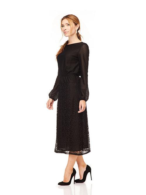 Чёрное платье миди с кружевом, отрезное по линии талии на резинке