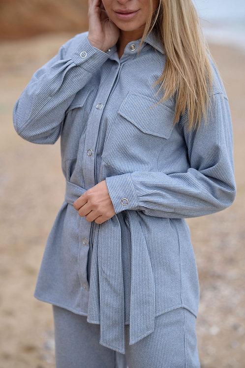 Голубая тёплая рубашка на кнопках, с поясом