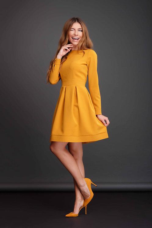 Платье отрезное по линии талии с юбкой со встречными складками