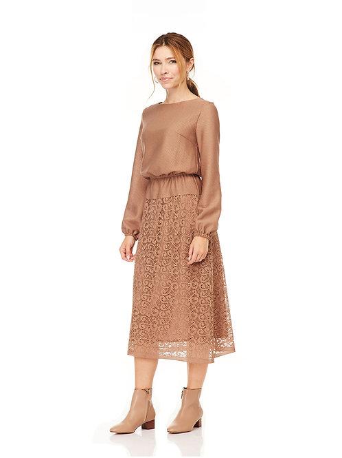 Бежевое платье миди с кружевом, отрезное по линии талии на резинке
