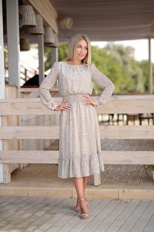 Бежевое шифоновое платье, отрезное по линии талии на резинке, юбка миди