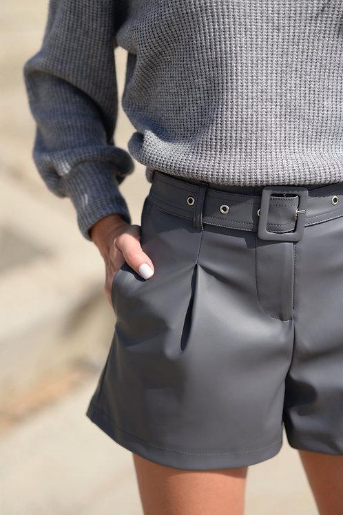 Серые шорты из экокожи с завышенной талией