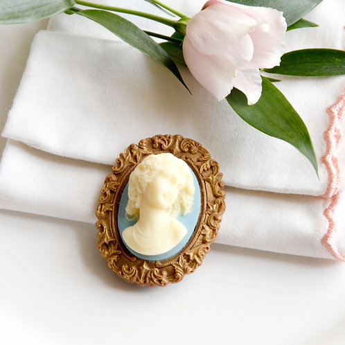 10 Cameo Wedding Favours in Bags