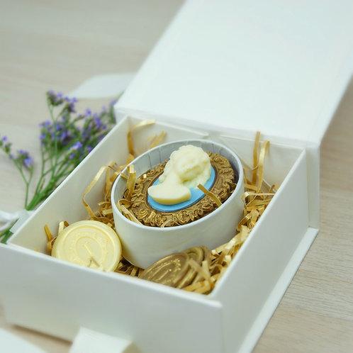 Cameo Brooch Gift Box