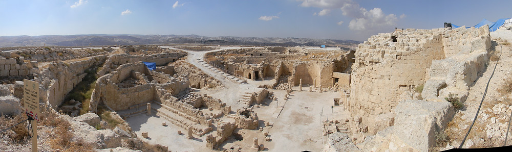 Ruins of the Herodium, looking west. By Eitan Ya'aran - Own work, Attribution, https://commons.wikimedia.org/w/index.php?curid=21498477
