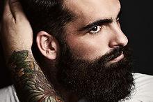 Man med en tatuerad Arm