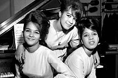ctyp_6651438the_ronettes.jpg