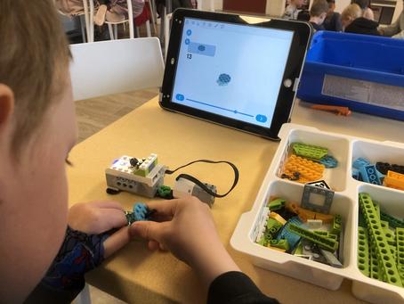 Bygger vifte og satellitt - Lego Education
