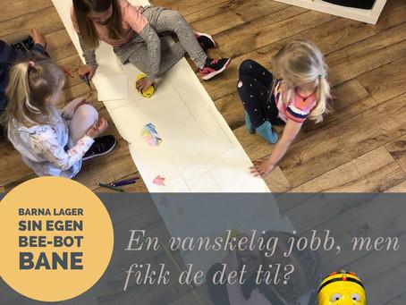 Barna tegner Bee-Bot bane