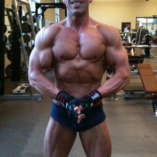 rob bodybuilding gym.JPG