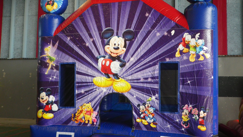 structure gonflable mickey
