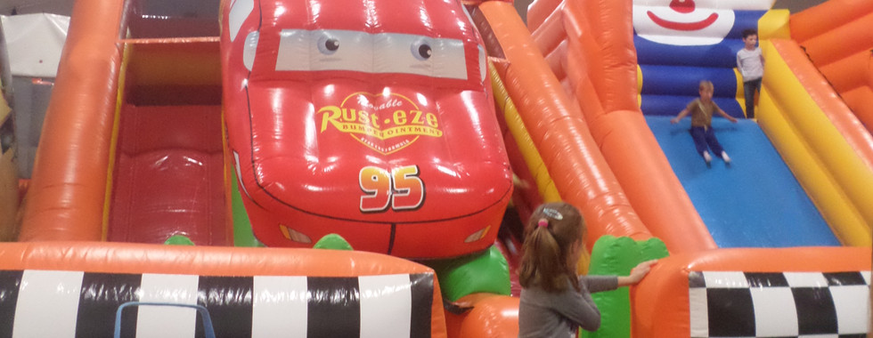 parc indoor structure gonflable cars ani