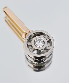 Hänge_vitguld_och_rödguld_med_diamant.jp