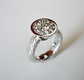 A3.Crescendo diamanter vitguld.jpg