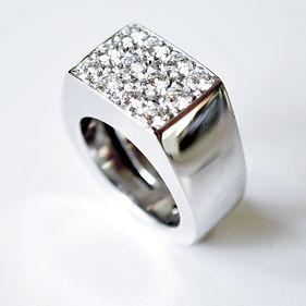 F5.Klack diamanter vitguld.jpg