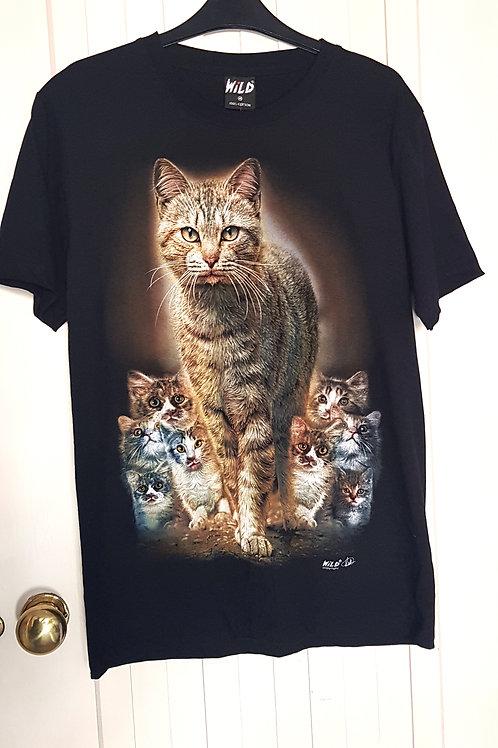WILD Tshirt - Tabby Cat Family
