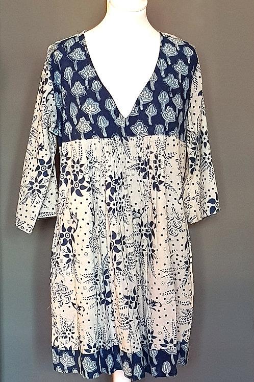 BAZAAR Blue/White Patterned V-Neck Blouse