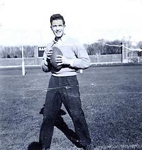 Shelley playing football at U of Illinois.png