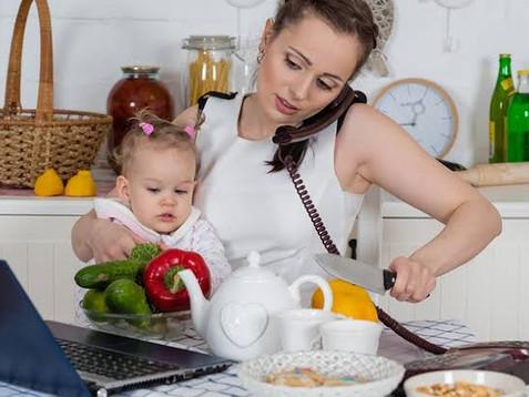 El trabajo doméstico de las esposas debe tener un valor económico dentro del hogar. Valor monetario.