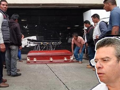 Tsotsiles protestan en Palacio de Gobierno con cuerpo de poblador muerto en balacera de Chenalhó