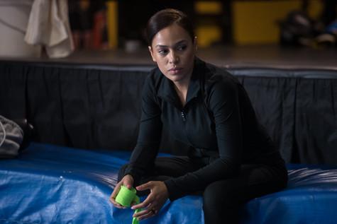 Roxana Sanchez (Aisha) prepares to fight