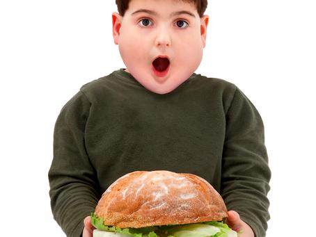 Obesidade em crianças e adolescentes como fator desencadeante da cárie dentária