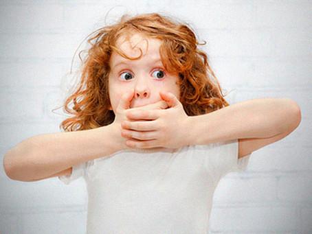 Odor na respiração da criança: o que pode ser?