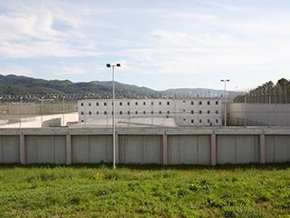 Colau paga a presos que no existen pero desahucia a los de BCN